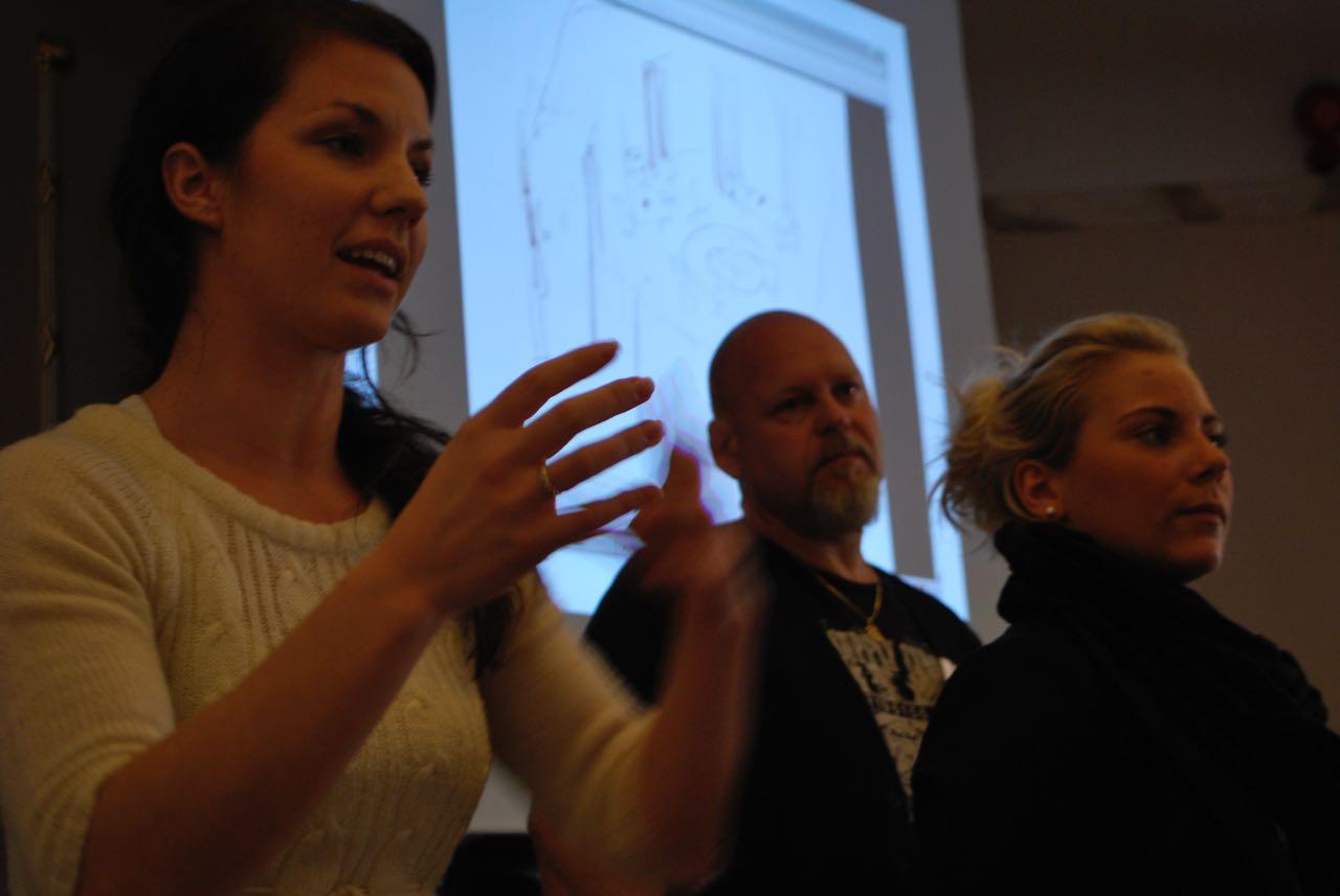 Ramona Byrö, Robert Carlsson och Therese Johansson presenterar lagets förslag